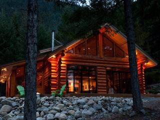 Beautiful 1 bedroom Cabin in Mount Currie with Deck - Mount Currie vacation rentals