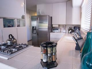 Private Getaway with Two Balconies in Mission Bay. - Mission Beach vacation rentals