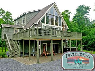 Charming Chalet with Deck and Internet Access - Oakland vacation rentals
