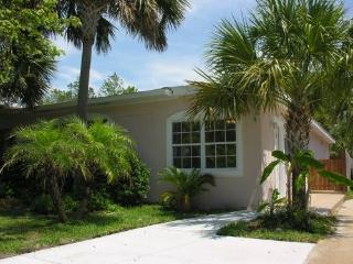 EXECUTIVE JACUZZI BEACH COTTAGE*BIKES*ELECTRIC CAR - Panama City Beach vacation rentals