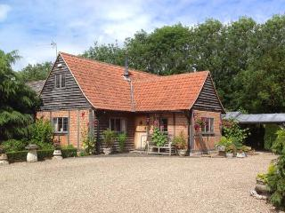 THE BYRE  character property, woodburner, near walks, pub nearby in Lavenham Ref 905013 - Lavenham vacation rentals