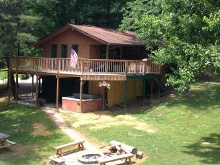 White Cabin - Hocking Hills Ohio & Wayne National - Nelsonville vacation rentals