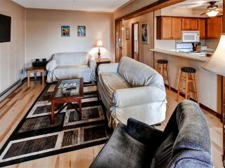 Welcoming 3BR Snowshoe Corner Unit Condo w/Wifi, Private Balcony & Stunning West-Facing Views - Only ¼ Mile to the Ski Slopes, Central Village, Bike Park, Dining & More! - Snowshoe vacation rentals