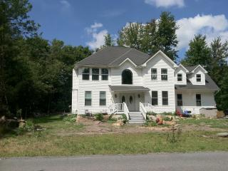 Spacious & Cozy! Newly Built 3BR 2.5BA + Sleeping Loft Pocono Farms House - Sleeps 8!  Centrally Located to Shopping + 3 Indoor Water Parks - Golf Course Setting on the 18th Hole and 5 Min Walk to Fine Dining & Pub with Panoramic Lake View - Tobyhanna vacation rentals