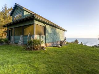 Picturesque 2BR Gold Beach House on 6 Beautiful Acres w/Steam Shower, Fireplace & Panoramic Ocean Views - A Short 5 Minute Walk to the Beach! - Ophir vacation rentals