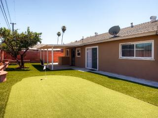 Beautifully Remodeled 4BR Anaheim House w/Wifi, Modern Kitchen & Putting Green - Amazing Location, Only 2 Miles From Disneyland! - Anaheim vacation rentals