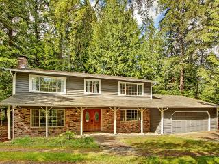 Newly Remodeled 4BR Woodinville House w/Wifi, Private Backyard & Spacious Deck - Peaceful Wooded Setting! Easy Access to Wineries, Breweries, Hiking Trails & More - Woodinville vacation rentals