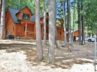 Cozy 3BR Shaver Lake Cabin w/Cable TV & Fire Pit - Situated in a Quiet Gated Community, Just 5 Miles from the Lake! - Shaver Lake vacation rentals
