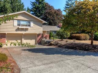 Relaxing 3BR Fircrest Home w/Fireplace & Large Backyard - Near Shopping, Dining & Tacoma Attractions! 45 Minutes From Seattle & the Olympic Peninsula - Fircrest vacation rentals