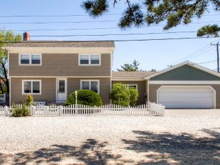 Vibrant & Spacious 4BR North Beach House w/Wifi, Tiki Bar on Private Deck & Outdoor Shower – Walking Distance from the Ocean, Bay, Shopping & More! - Long Beach Township vacation rentals