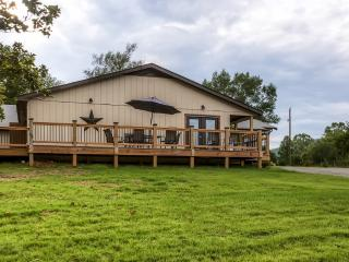 New Listing! 'Rockfish Valley Inn' Expansive 9BR Afton House w/Wifi, Very Large Yard & Blue Ridge Mountain Views - Perfect for Weddings, Family Gatherings & Special Events! Near Wineries, Breweries & More - Afton vacation rentals