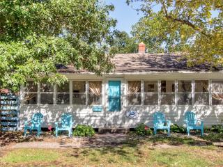 Recently Reduced Rates! 'The Blue Crab Cottage' Endearingly Vintage 3BR Colonial Beach Home w/Wifi, Large Sun Porch & Secure Fenced Yard - Very Dog Friendly! Just 2 Blocks to the Beach & 4 Blocks to Downtown Restaurants, Shops & Casinos - Colonial Beach vacation rentals
