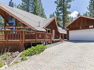 Quiet 3BR + Loft South Lake Tahoe House w/Wifi & Gas Fireplace - Nestled Against National Forest, Just 7 Minutes from Heavenly & Downtown Attractions! - South Lake Tahoe vacation rentals