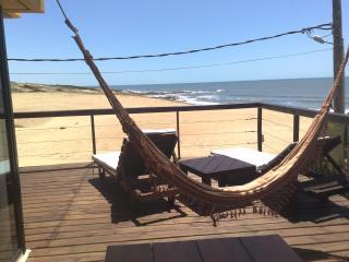 Hermosa casa frente al mar,  a metros de la Playa - Punta del Diablo vacation rentals