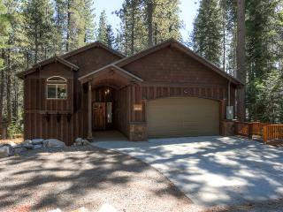 Charming 3BR House West of Donner Lake & Truckee - Minutes from Sugar Bowl, Northstar & Squaw Valley *Hike & Snowshoe from the Front Door!* - Soda Springs vacation rentals