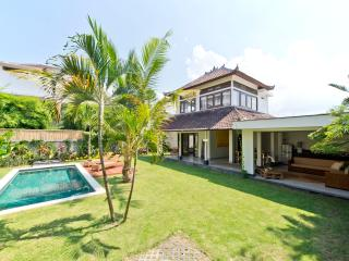 Purnama, 2 Bedroom Villa, Large Garden & Pool - Seminyak - Seminyak vacation rentals