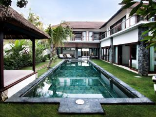 Amazing Villa Seroja - spacious 3 bedroom luxury - Seminyak vacation rentals