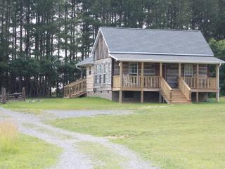120 Acre Farm 27 miles Nashville, WiFi, Peaceful - Cottontown vacation rentals