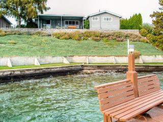 Rustic Lakefront 3BR Manson Cabin on Lake Chelan w/Wifi, Private Deck & Breathtaking Views - Steps from Swimming, Boating, Dining & Wineries! - Manson vacation rentals