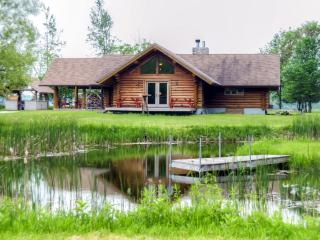Spacious & Secluded 2BR Log Home w/Wood Fired Oven, Multiple Decks, and Monarch Butterfly Waystation - Easy Access to Sheboygan, Whistling Straits Golf and Oshkosh EAA Air Venture Show! - Valders vacation rentals