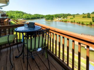 Lakeside 3BR Hardy Townhome in Mint Condition w/Wifi, Brand New Furnishings, Gas Grill & Multiple Private Decks – Less Than 5 Minutes From Boat Rentals, Restaurants, Brewery & More! - Smith Mountain Lake vacation rentals