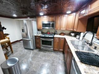 Unique 2BR Crafton Apartment w/Wifi, Custom Stone Patio, Infrared Grill, Nice Decor & Jacuzzi Bathtub - Amazing Location Just 4 Miles from Downtown Pittsburgh! - Crafton vacation rentals