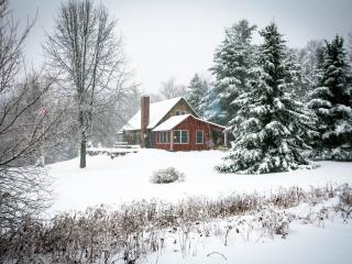 Skiers/Snowmobilers/Golfers Paradise - Chester vacation rentals