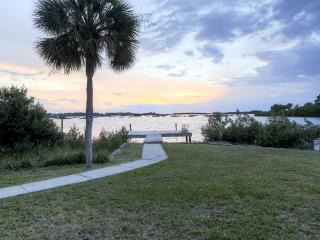 Alluring 2BR Cedar Key Duplex House w/Dock & Captivating Ocean Views - Amazing Waterfront Location! Close to Restaurants & Outdoor Recreation! - Cedar Key vacation rentals