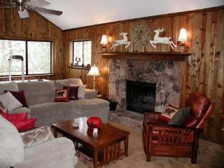 Beautiful Lake Arrowhead Home, Beach Club, WiFi - Twin Peaks vacation rentals