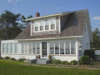 OCEANFRONT! Spectacular scenery. Sleeps 8 - Biddeford vacation rentals