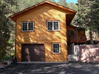 Right on the Big Thompson River just outside Estes - Drake vacation rentals
