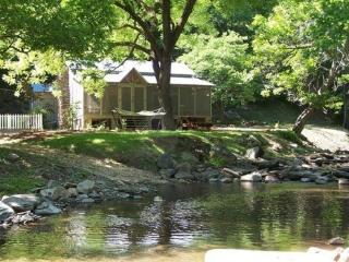 Creekside rental cabin in North GA mountains - Chatsworth vacation rentals
