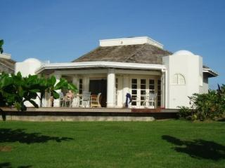 Seafront villa in a private golf club. - Carnbee vacation rentals