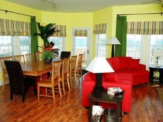 Upscale, Direct Oceanfront, Pool Hot tub, elevator - North Topsail Beach vacation rentals