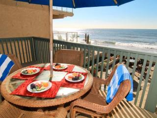 Beckoning Beach Front Condo On the Sand - P7201-0 - Oceanside vacation rentals