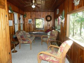 2 bedroom House with Central Heating in Hazelhurst - Hazelhurst vacation rentals
