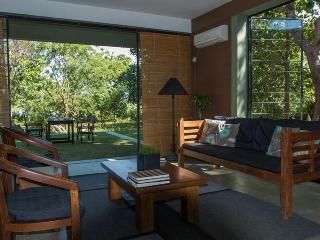 Comfortable 3 bedroom Tissamaharama Villa with Internet Access - Tissamaharama vacation rentals