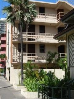 End Unit, 2nd Floor, watch the Ocean! - Alii of Waikiki -1BR   Half block 2 Waikiki Beach - Honolulu - rentals