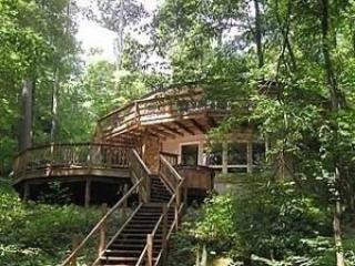 Lakefront round home, peaceful, quiet, pvt dock! - McHenry vacation rentals