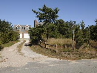Nice House with Deck and Internet Access - North Truro vacation rentals