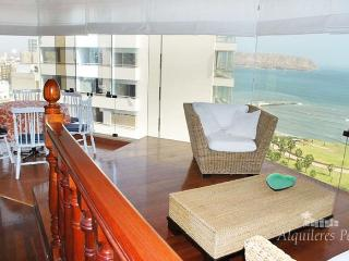 Beautiful 4 bedroom Lima Condo with Deck - Lima vacation rentals