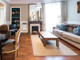 Elzevir Onze - The Best One Bedroom in the Marais - Paris vacation rentals