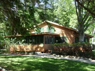 Beautiful 4 bedroom House in Lake George with Deck - Lake George vacation rentals