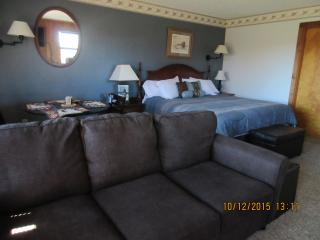 Cozy suite, 4th night free-king bed, jacuzzi - Davis vacation rentals