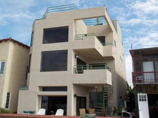 LUXURIOUS BEACHFRONT HOME AND GUEST SUITE ! - Hermosa Beach vacation rentals