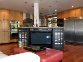 Luxurious Large West Seattle City View Home. - Seattle vacation rentals