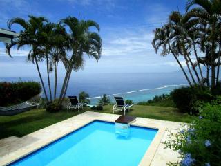 Villa Tiare -Tahiti - jardin vue lagon & piscine - Punaauia vacation rentals