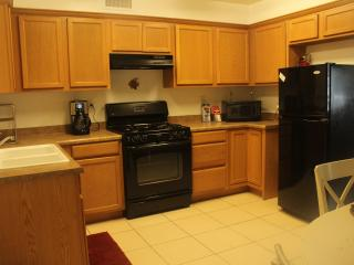 Cozy 2 bedroom Kernville Condo with A/C - Kernville vacation rentals
