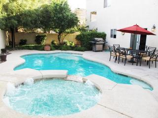 Peaceful Home with Private Pool near  Vegas strip. - Las Vegas vacation rentals
