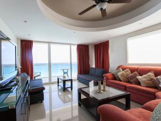 EXECUTIVE CONDO WITH PANORAMIC OCEAN VIEW - Cancun vacation rentals